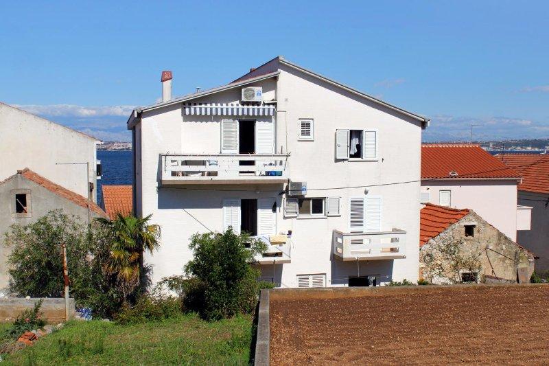 Two bedroom apartment Kali, Ugljan (A-837-a), location de vacances à Kali
