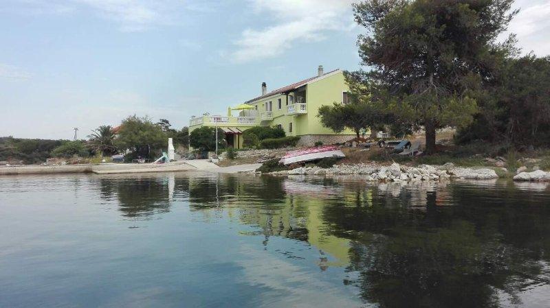 Polje Apartment Sleeps 4 - 5459337, holiday rental in Soline