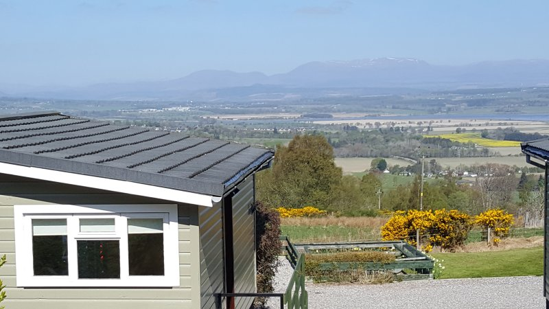 Pine Chalets Birchview chalet,with fabulous views near Inverness, holiday rental in Abriachan