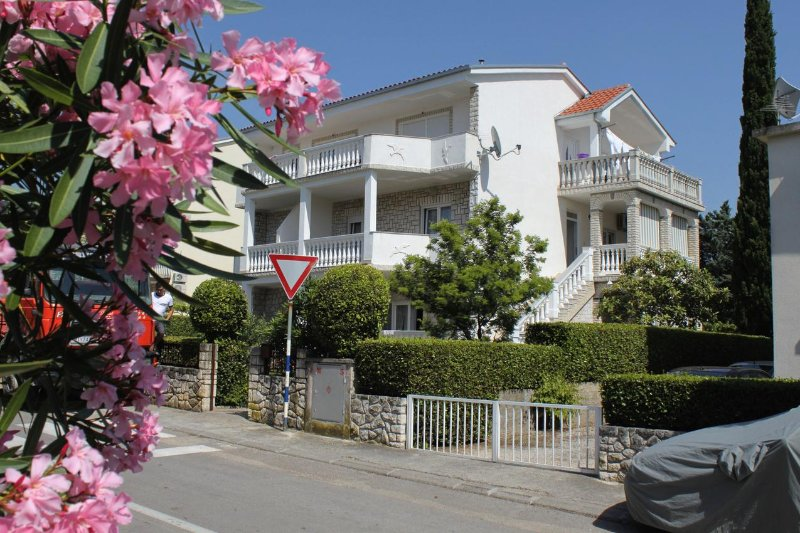 Two bedroom apartment Selce, Crikvenica (A-2392-b), alquiler vacacional en Selce