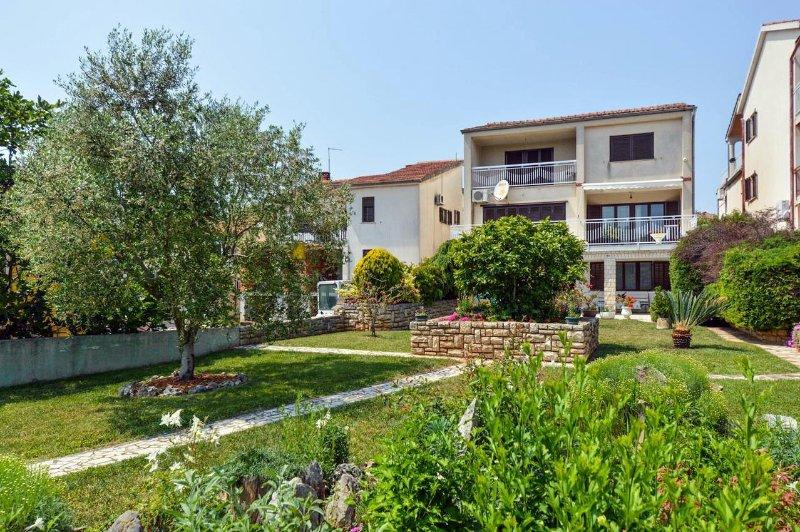 Vintijan Apartment Sleeps 6 - 5460491, holiday rental in Vintijan