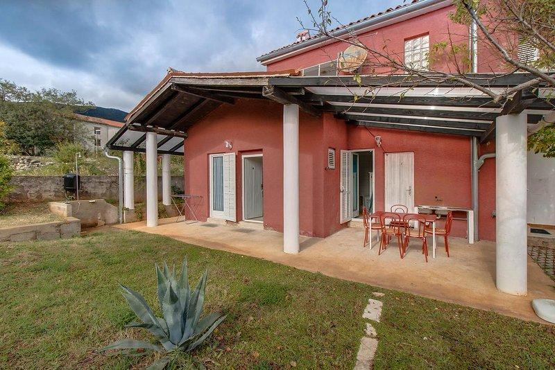 Nerezine Apartment Sleeps 5 with Air Con - 5460780, alquiler de vacaciones en Nerezine