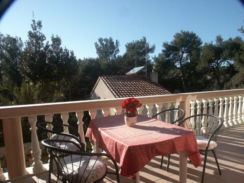 Mali Losinj Apartment Sleeps 4 with Air Con - 5460729, holiday rental in Cunski