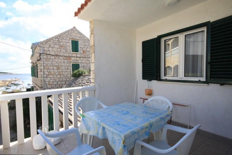 Rukavac Apartment Sleeps 4 with Air Con - 5460736, vacation rental in Island of Vis