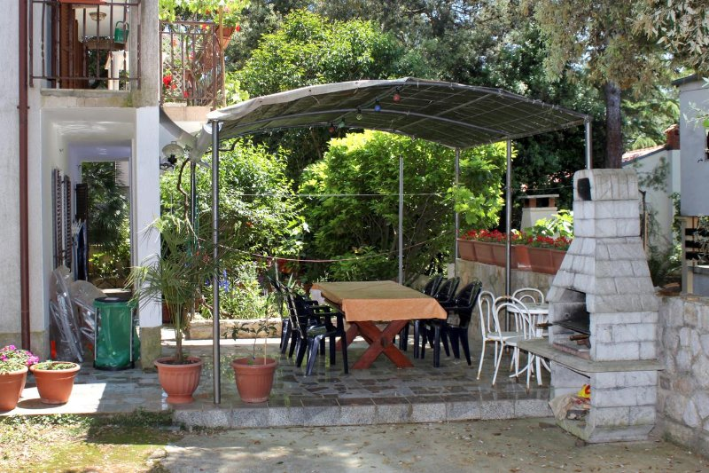 Mali Losinj Apartment Sleeps 5 - 5460773, holiday rental in Cunski