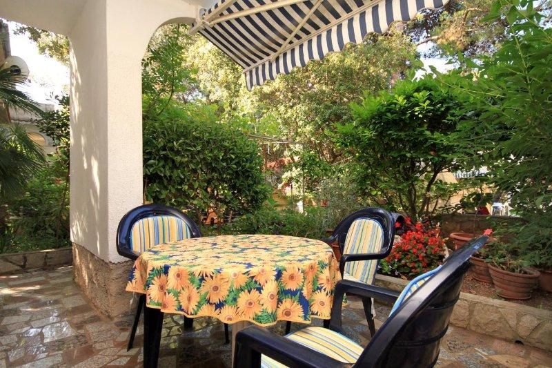 Mali Losinj Apartment Sleeps 3 - 5460777, holiday rental in Cunski