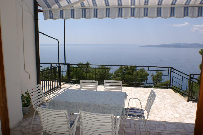 Krvavica Apartment Sleeps 5 with Air Con - 5460962, holiday rental in Bratus