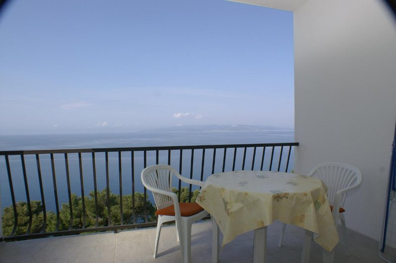 Krvavica Apartment Sleeps 2 with Air Con - 5460965, holiday rental in Bratus