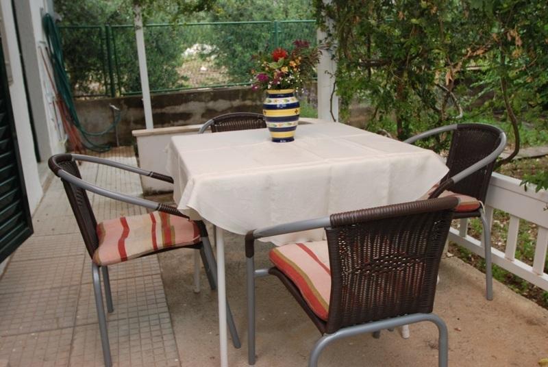 Zaostrog Apartment Sleeps 3 with Air Con - 5460998, location de vacances à Zaostrog