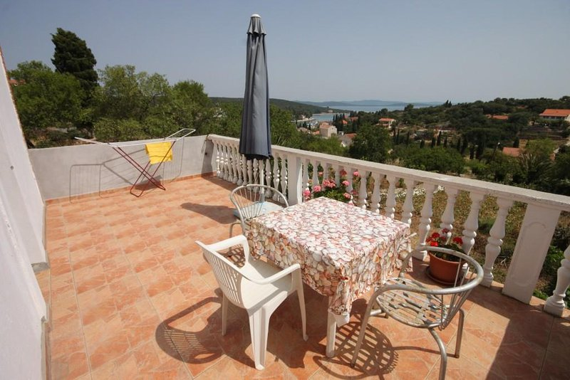 Zman Apartment Sleeps 4 with Air Con - 5459370, holiday rental in Zman
