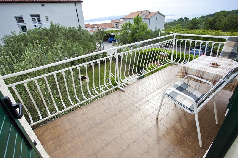 Promajna Apartment Sleeps 4 with Air Con - 5460861, aluguéis de temporada em Bast