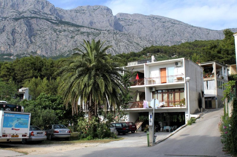 One bedroom apartment Tučepi, Makarska (A-2676-a), aluguéis de temporada em Tucepi