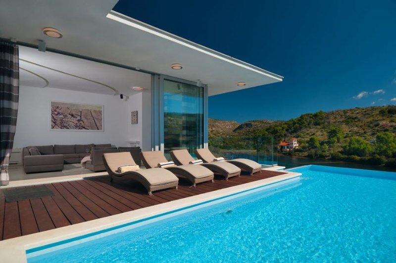 Villa Beauty Brac – Modern sea front pool villa in a quiet bay, Bobovisca, Brac, holiday rental in Lozisce