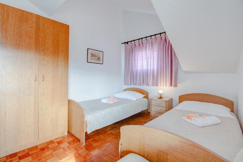 2 quartos, Superfície: 12 m²