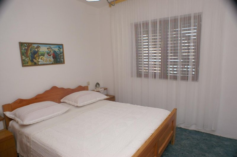 Zubovici Apartment Sleeps 4 with Air Con - 5462361, vacation rental in Zubovici