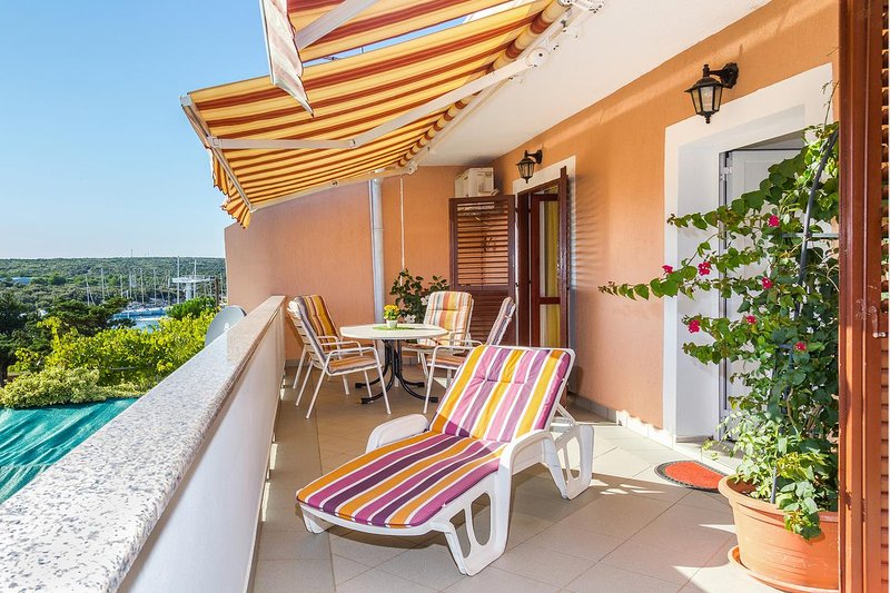 Simuni Apartment Sleeps 4 with Air Con - 5462251, location de vacances à Simuni