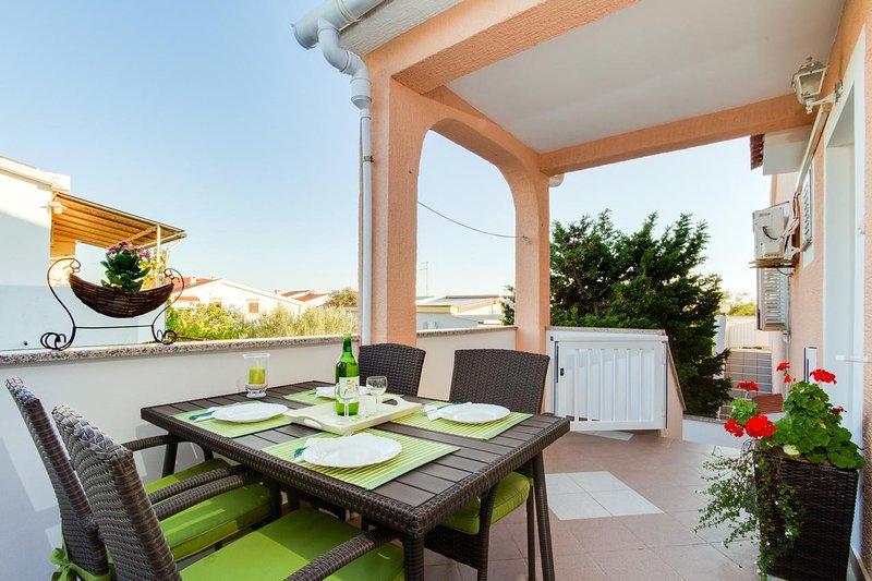 Simuni Apartment Sleeps 4 with Air Con - 5462244, location de vacances à Simuni
