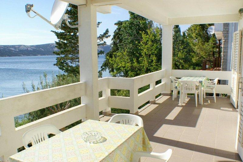 Kanat Apartment Sleeps 8 - 5462188, alquiler de vacaciones en Stara Novalja