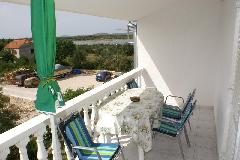 Zablace Apartment Sleeps 4 with Air Con - 5462560, holiday rental in Zablace