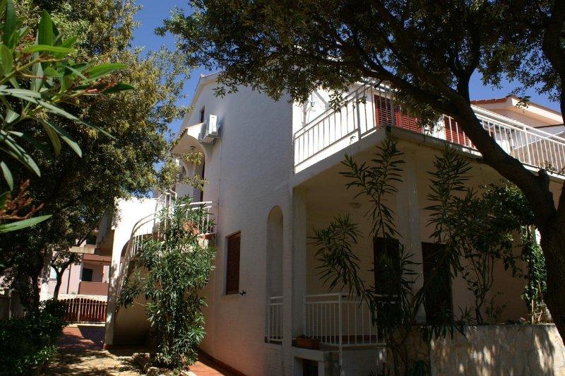 One bedroom apartment Mandre, Pag (A-4059-b), alquiler de vacaciones en Mandre
