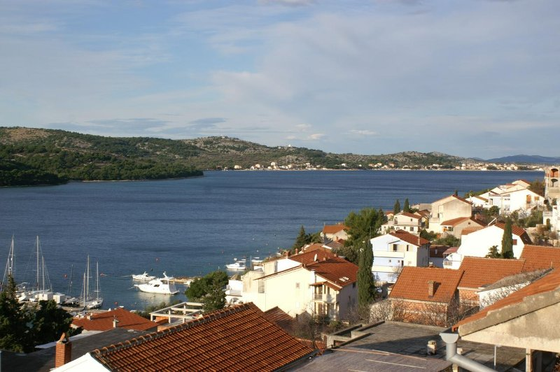 Tisno Apartment Sleeps 4 with Air Con - 5459802, holiday rental in Tijesno