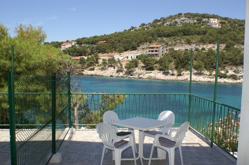 Baselovici Apartment Sleeps 4 - 5462498, holiday rental in Primosten Burnji