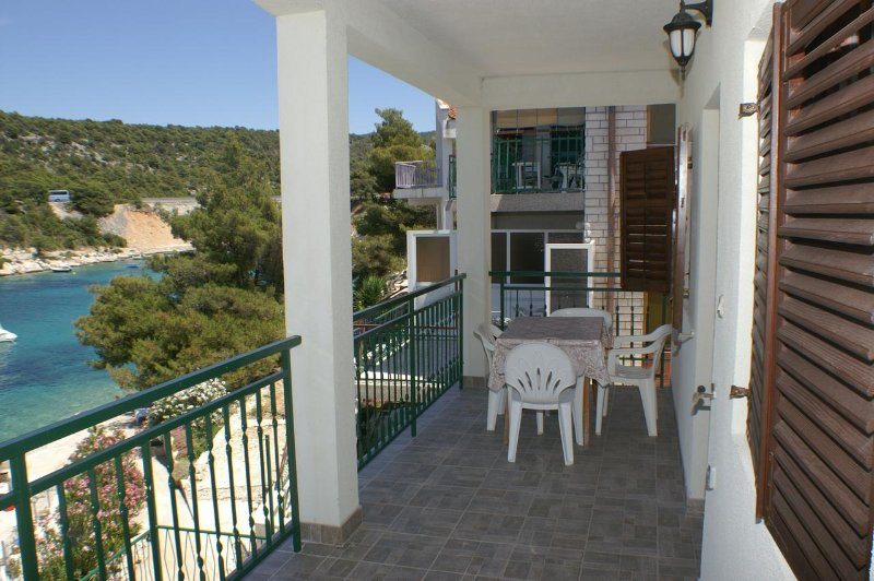 Baselovici Apartment Sleeps 4 - 5462493, holiday rental in Primosten Burnji