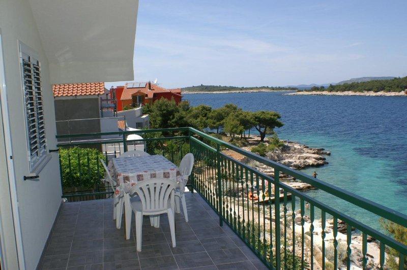 Baselovici Apartment Sleeps 4 - 5462501, holiday rental in Primosten Burnji