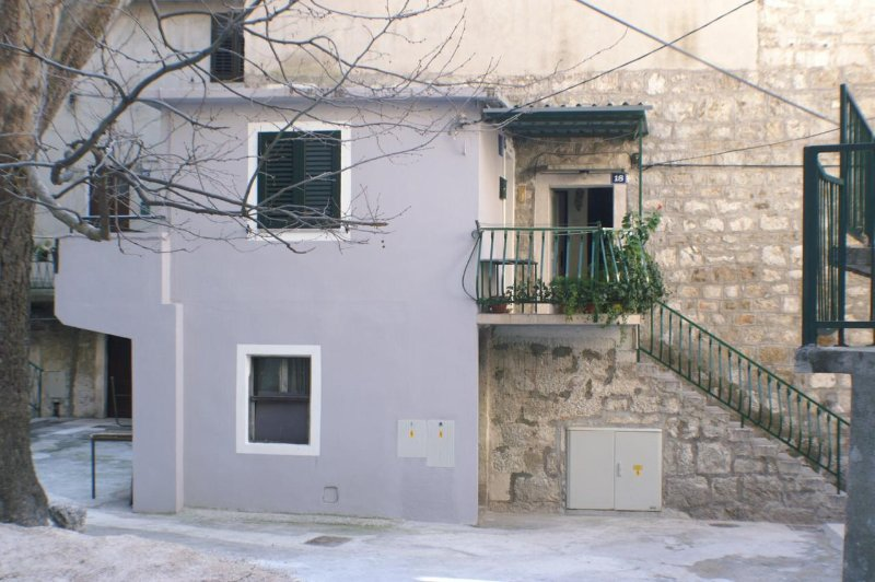 One bedroom apartment Omiš (A-4327-a), location de vacances à Zakucac