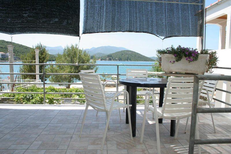 Blazevo Apartment Sleeps 4 with Air Con - 5459154, alquiler de vacaciones en Drace