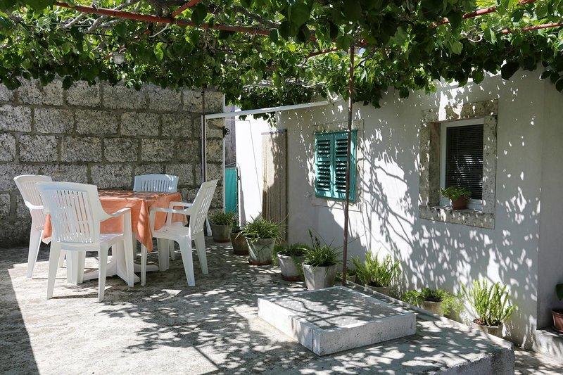 Studio flat Lumbarda, Korčula (AS-4472-a), holiday rental in Zrnovo