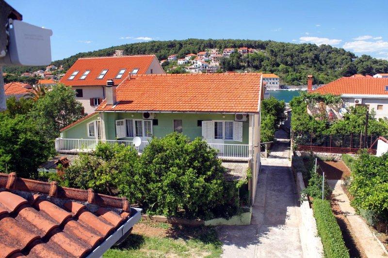 Jelsa Apartment Sleeps 2 with Air Con - 5463197, casa vacanza a Pitve