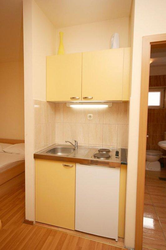 Keuken, Oppervlakte: 2 m²