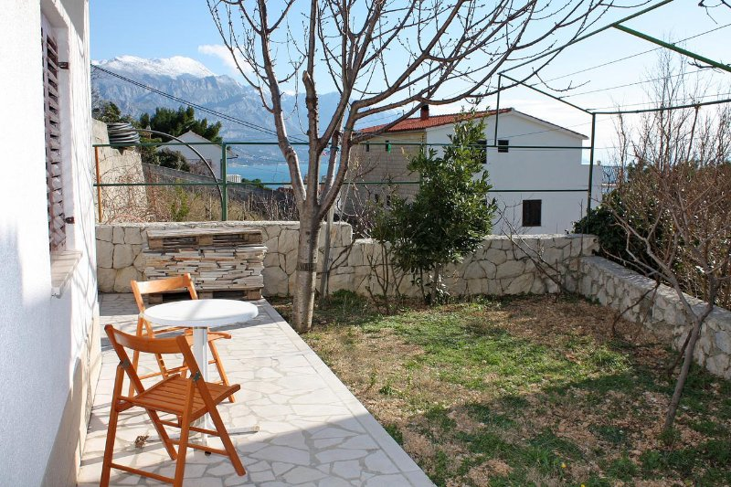 Pisak Apartment Sleeps 4 with Air Con - 5459944, holiday rental in Marusici