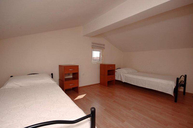 Chambre 2, Surface: 13 m²