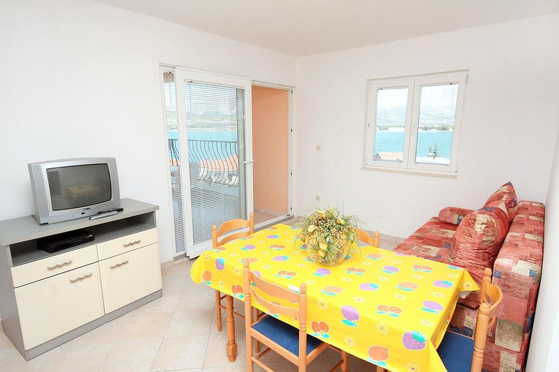 Zedno Apartment Sleeps 4 with Air Con - 5463431, holiday rental in Arbanija