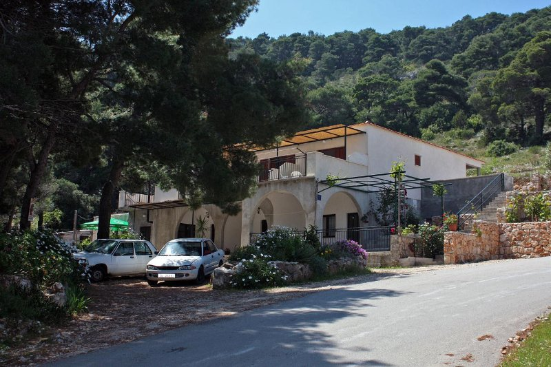 Maranovici Apartment Sleeps 4 with Air Con - 5463582, holiday rental in Saplunara