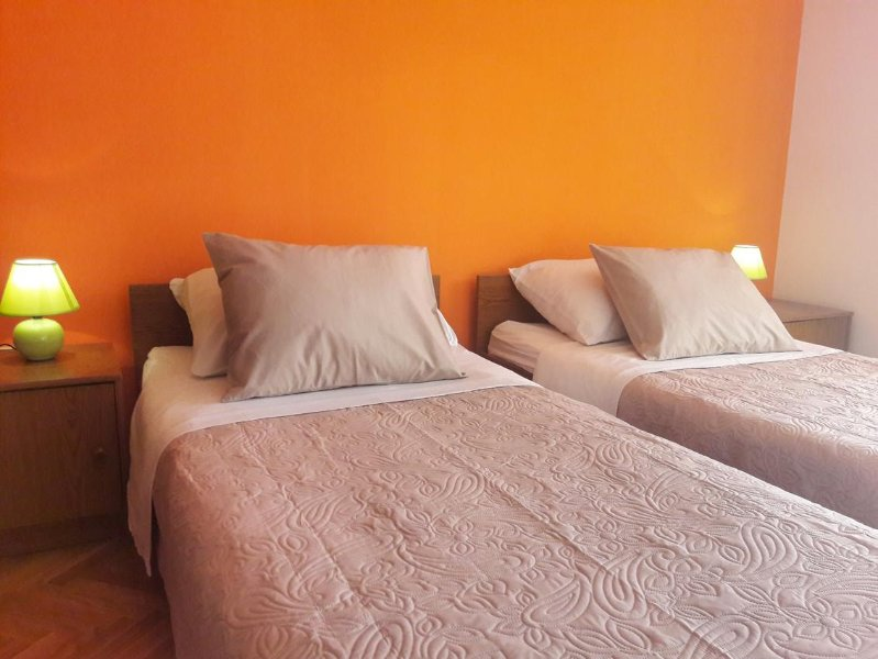 Bedroom 2, Surface: 12 m²