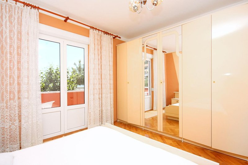 Bedroom 1, Surface: 16 m²
