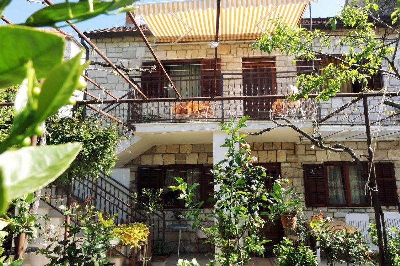 Milna Apartment Sleeps 2 with Air Con - 5464087, location de vacances à Lozisce