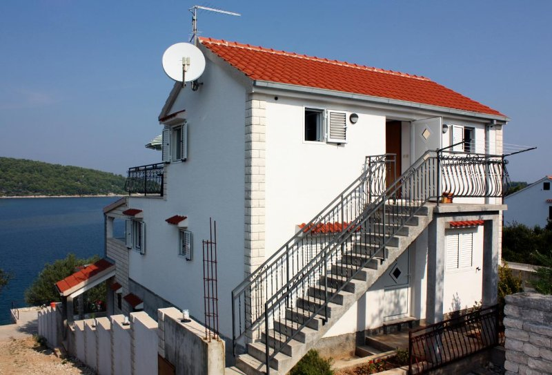 Studio flat Nečujam, Šolta (AS-5182-b), vacation rental in Necujam