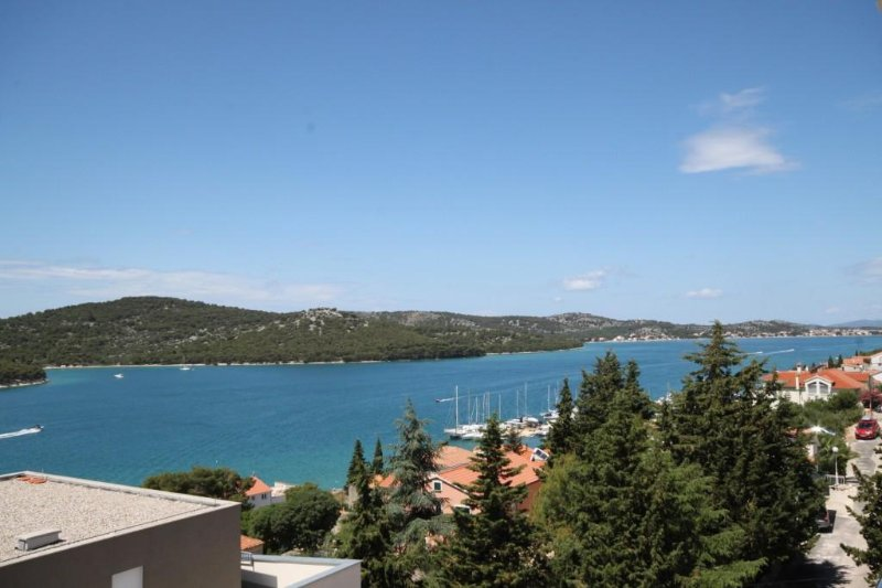 Tisno Apartment Sleeps 5 with Air Con - 5463925, holiday rental in Tijesno