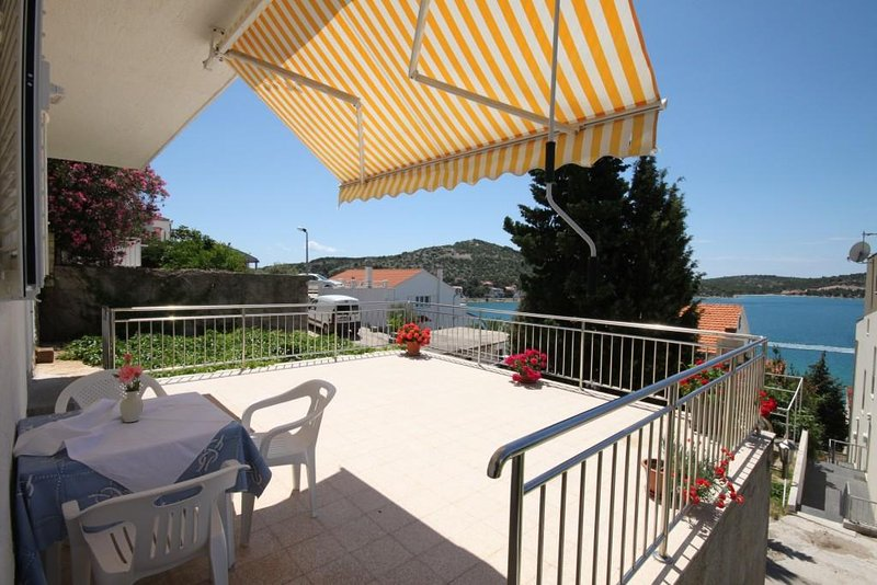 Tisno Apartment Sleeps 3 with Air Con - 5463927, holiday rental in Tijesno