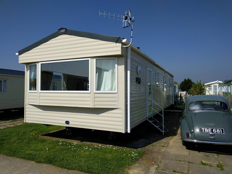 Osprey Caravan - 3 bedrooms, holiday rental in Havant