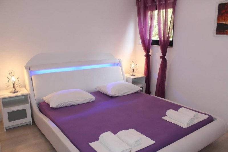 Mali Losinj Apartment Sleeps 2 with Air Con - 5464281, holiday rental in Cunski