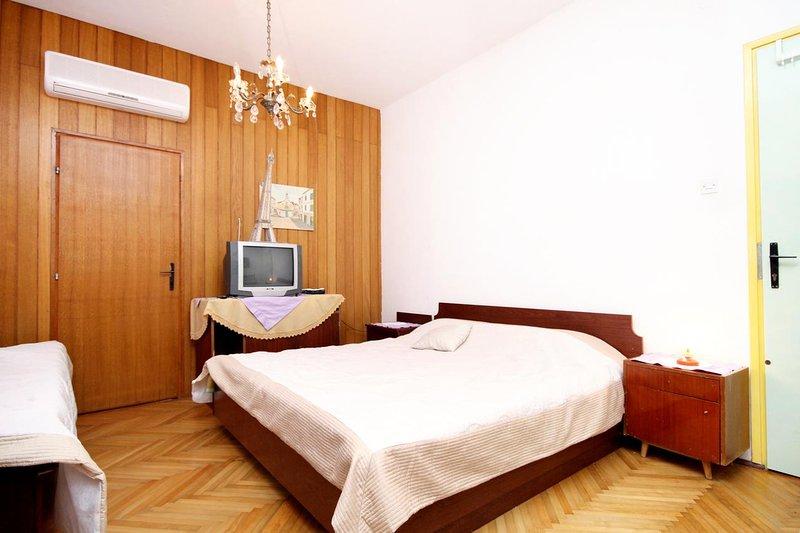 Jelsa Apartment Sleeps 3 with Air Con - 5463198, casa vacanza a Pitve