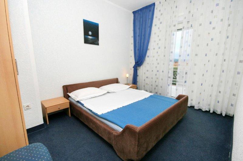 Schlafzimmer 1, Oberfläche: 9 m²