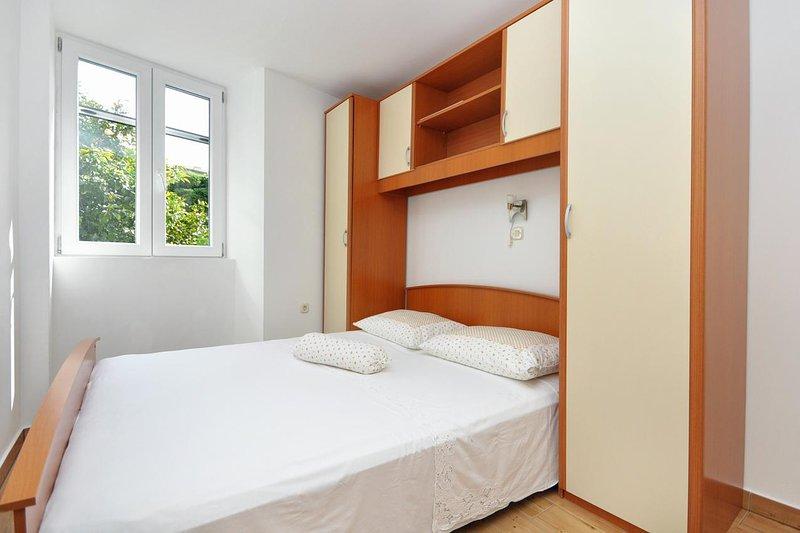 One bedroom apartment Supetar, Brač (A-5657-a), alquiler de vacaciones en Sumpetar