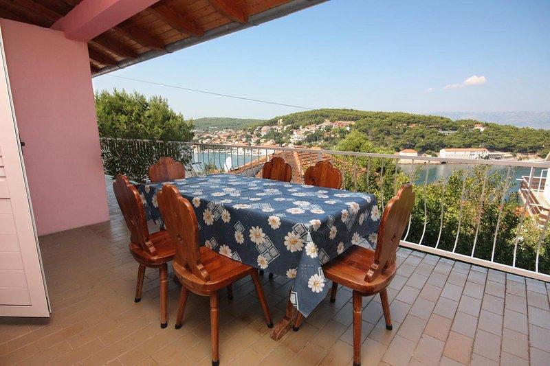 Jelsa Apartment Sleeps 5 with Air Con - 5464713, casa vacanza a Pitve