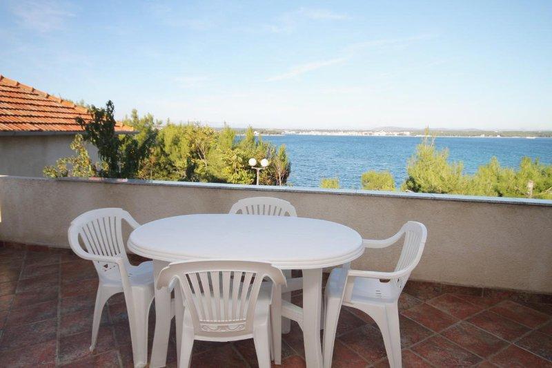 Tkon Apartment Sleeps 2 with Air Con - 5464994, vacation rental in Zizanj Island